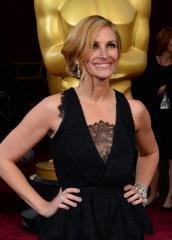Julia Roberts talks tattoos, George Clooney engagement on 'Ellen' [VIDEO]