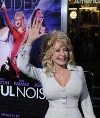 Dolly drops out of Nashville park project