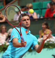 Gilles Simon takes three-setter in Hamburg