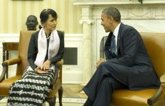 Suu Kyi beckoned to Myanmar peace talks
