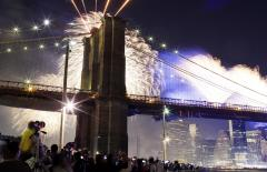 Brooklyn Bridge mystery: U.S. flags replaced with white flags
