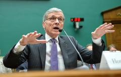 FCC chairman says Internet fast lanes not 'commercially reasonable'