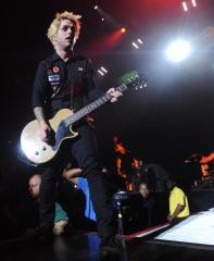 Green Day, Rihanna to perform at AMAs