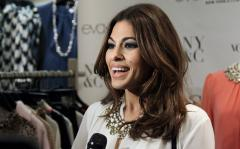 Eva Mendes hides alleged baby bump from paparazzi after pregnancy reports