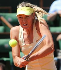 Azarenka, Sharapova to decide who's No. 1