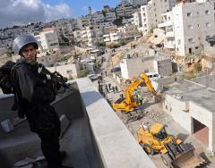 Palestinians: Israel must halt construction
