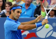 Federer advances at Swiss Indoors