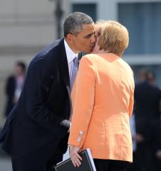 Obama, Merkel exchange toasts in Berlin