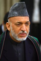 Karzai buries half-brother, tabs successor