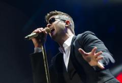 Robin Thicke, Miley Cyrus ring in the New Year with Ryan Seacrest
