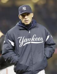 Girardi signs 4-year contract to stay with Yankees