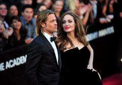 Angelina Jolie says ring isn't wedding band