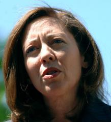 Cantwell urges oil spill cleanup upgrades