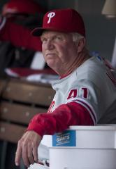 Manuel agrees to extension with Phillies