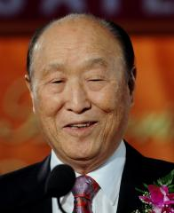 Rev. Moon performs 50th mass marriage