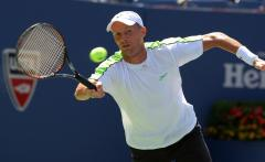 Davydenko ousted at ATP's French event