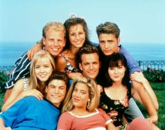 Jennie Garth, Tori Spelling to co-star in 'Mystery Girls'