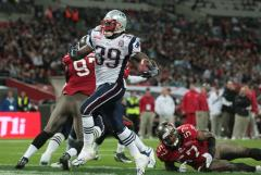 NFL: New England 35, Tampa Bay 7