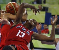 U.S. women coast into basketball semis
