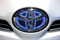 Toyota settles sudden acceleration suit as sales rebound
