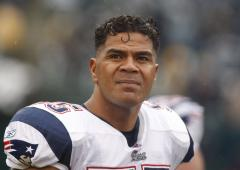 Seau saluted at memorial; No. 55 retired