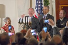 Obama hosts 2nd Chanukah celebration as holiday ends