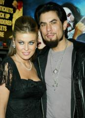 Carmen Electra touches tongues with ex Dave Navarro in Twitter photo