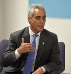 Chicago Mayor Rahm Emanuel helps man who becomes ill on flight