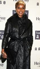 Blige, Diamond set for Christmas in D.C.