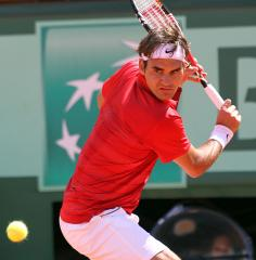 Federer returns to French Open semis