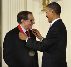 Obama honors arts, humanities medalists