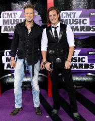 Carrie Underwood, Miranda Lambert win big at CMT Awards