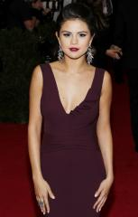Selena Gomez throws house party, police called for noise complaint