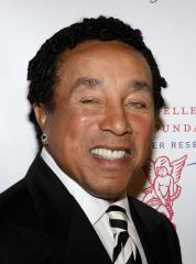 Smokey Robinson signs with Verve