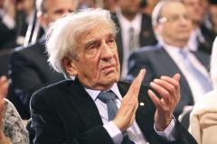 Elie Wiesel condemns Hamas' 'child sacrifice'