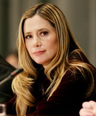 Mira Sorvino gives birth to 3rd child