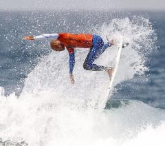 Points error reopens surfing title race