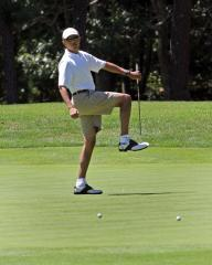 Vacationing President Obama golfs with Larry David