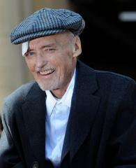 Starz to honor Hollywood icon Hopper