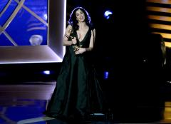 Sarah Silverman brings liquid pot to the Emmy Awards