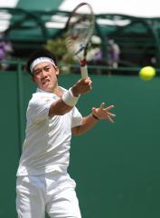 Nishikori advances to quarterfinals at Japan Open