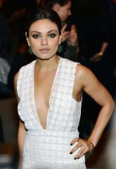 Mila Kunis's baggy outfits, photographer confrontation spark pregnancy rumors