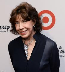 Lily Tomlin marries girlfriend of 42 years
