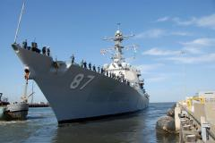 U.S. guided-missile destroyer Truxtun heads to the Black Sea