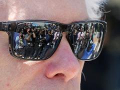 Darker sunglasses don't provide better sun protection