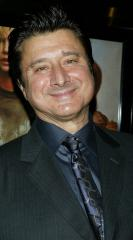 Journey frontman Steve Perry performs for the first time in 19 years