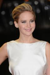 'Catching Fire' premieres in London, Jennifer Lawrence restyles her pixie [PHOTOS]