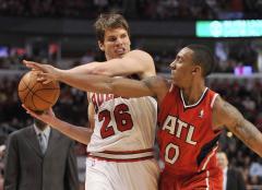 Bulls trade Kyle Korver to Hawks for cash