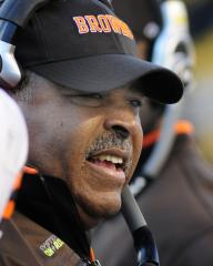 Chiefs hire Crennel to lead defense
