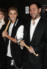 Justin Bieber, Carly Rae Jepsen sing 'Call Me Maybe' at manager Scooter Braun's wedding
